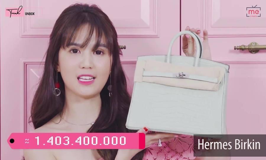 Ngọc Trinh - Lily Chen đụng từ siêu xe đến túi Hermès, còn bị nghi chung bồ-11
