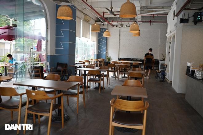 Hàng loạt quán cà phê mở cửa trở lại sau khi TP Hà Nội nới lỏng lệnh cấm-2