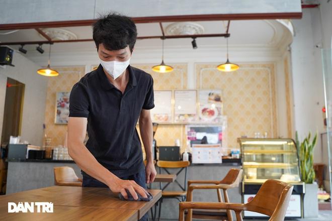 Hàng loạt quán cà phê mở cửa trở lại sau khi TP Hà Nội nới lỏng lệnh cấm-3