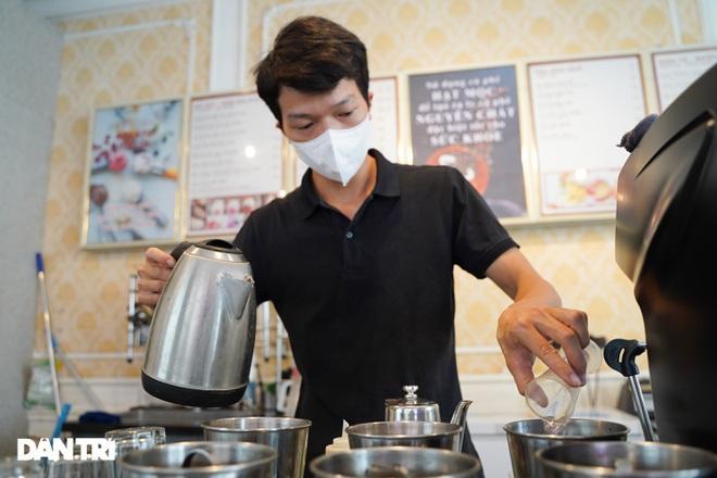 Hàng loạt quán cà phê mở cửa trở lại sau khi TP Hà Nội nới lỏng lệnh cấm-4