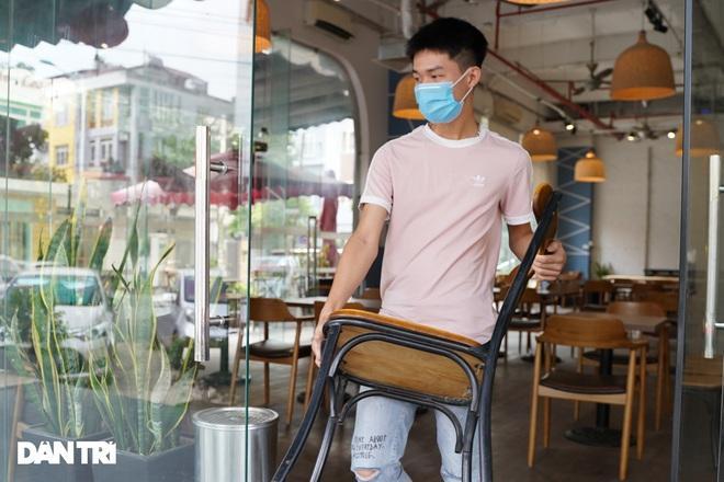 Hàng loạt quán cà phê mở cửa trở lại sau khi TP Hà Nội nới lỏng lệnh cấm-5