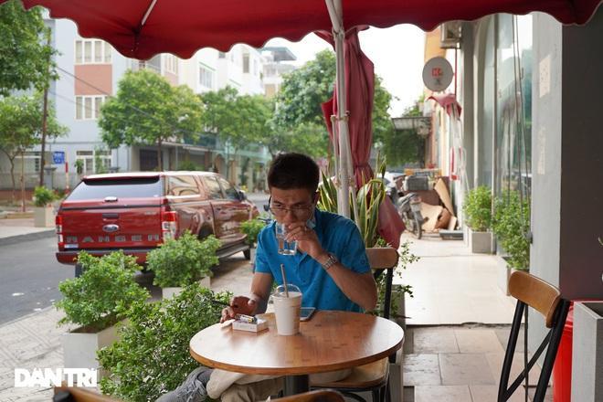 Hàng loạt quán cà phê mở cửa trở lại sau khi TP Hà Nội nới lỏng lệnh cấm-6
