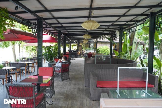Hàng loạt quán cà phê mở cửa trở lại sau khi TP Hà Nội nới lỏng lệnh cấm-11