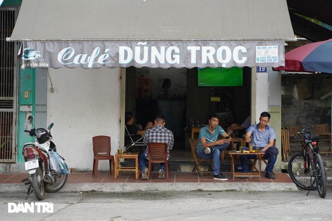 Hàng loạt quán cà phê mở cửa trở lại sau khi TP Hà Nội nới lỏng lệnh cấm-7