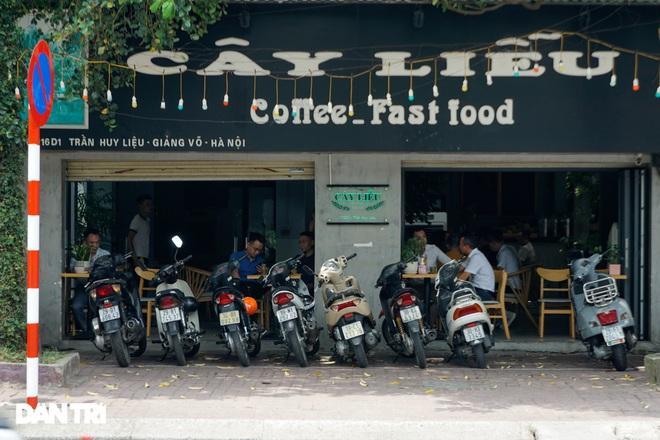 Hàng loạt quán cà phê mở cửa trở lại sau khi TP Hà Nội nới lỏng lệnh cấm-9
