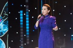 Khán giả làm gì khiến Phi Nhung đang diễn phải thốt lên: 'Sai tui như con ở vậy?'