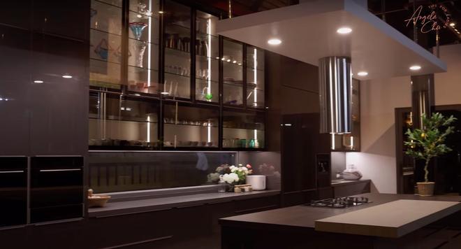 Angela Chu được chồng tỷ phú tặng bếp 3,7 tỷ trong villa 10 triệu đô-5