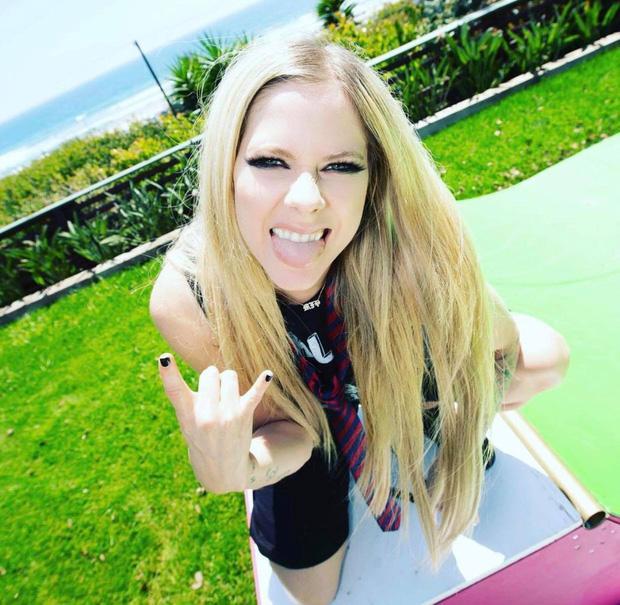 Avril Lavigne sau 20 năm, nhan sắc muốn lập kỷ lục hack tuổi thế giới?-5