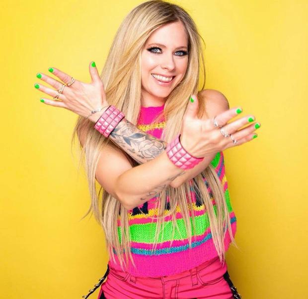 Avril Lavigne sau 20 năm, nhan sắc muốn lập kỷ lục hack tuổi thế giới?-7