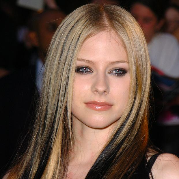 Avril Lavigne sau 20 năm, nhan sắc muốn lập kỷ lục hack tuổi thế giới?-9