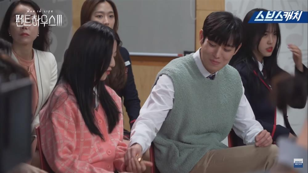 Hậu trường Penthouse 3 tập 3: Dượng Tê thương nhớ Shim Soo Ryeon từ phim ra đời-4