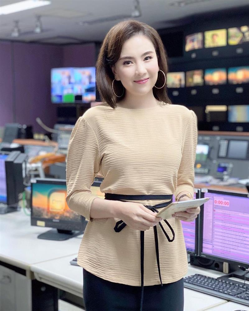 4 mỹ nhân Việt có style công sở chuẩn thanh lịch-11