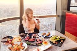 Cô gái đòi bạn trai cho tiền đầu tư hóa ra là Food blogger nổi tiếng