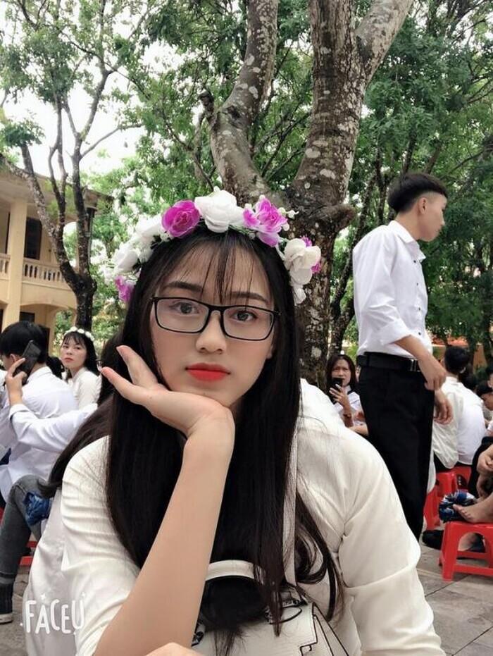 Hoa hậu Đỗ Thị Hà tiếp tục sửa nhẹ một điểm trên gương mặt-4