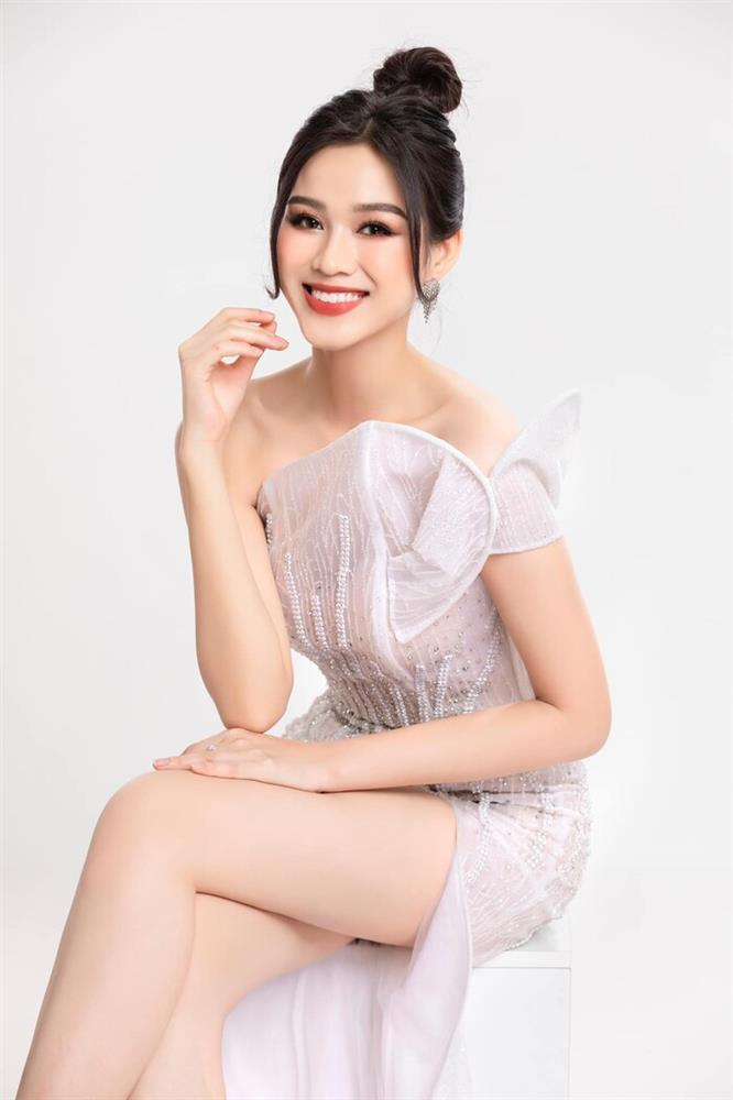 Hoa hậu Đỗ Thị Hà tiếp tục sửa nhẹ một điểm trên gương mặt-7