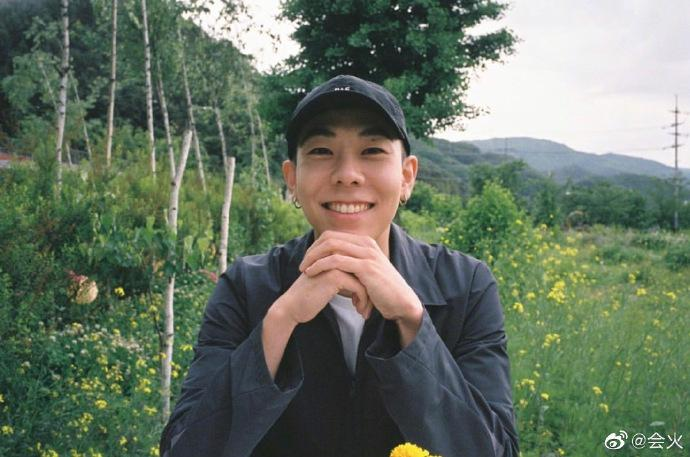 Lộ bằng chứng tiên nữ cử tạ Lee Sung Kyung hẹn hò rapper Loco-2