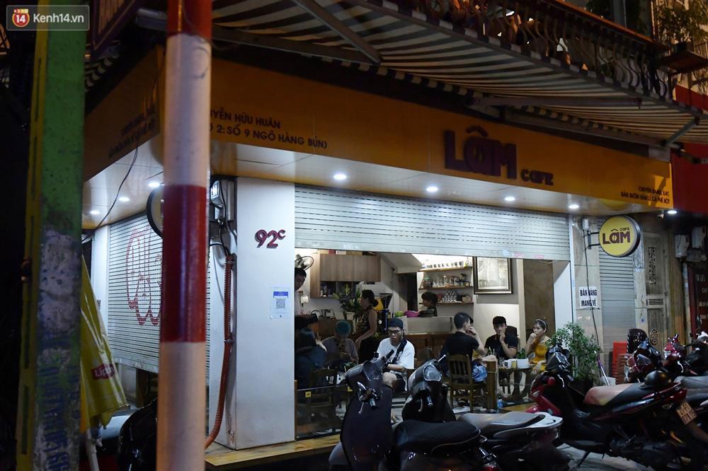 Hà Nội: Nhiều quán nhốt khách, cố bán sau quy định đóng cửa 21h-3