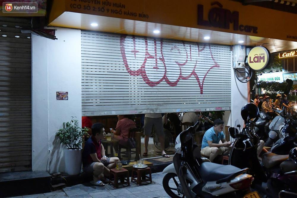 Hà Nội: Nhiều quán nhốt khách, cố bán sau quy định đóng cửa 21h-4
