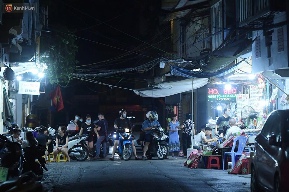 Hà Nội: Nhiều quán nhốt khách, cố bán sau quy định đóng cửa 21h-5