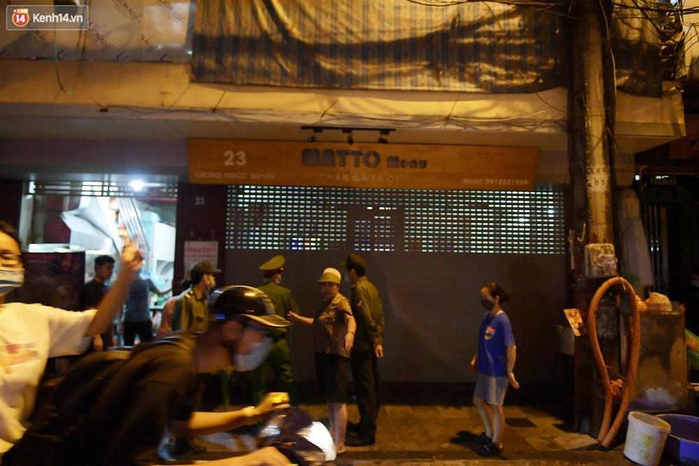 Hà Nội: Nhiều quán nhốt khách, cố bán sau quy định đóng cửa 21h-6