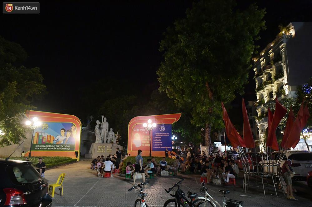 Hà Nội: Nhiều quán nhốt khách, cố bán sau quy định đóng cửa 21h-9