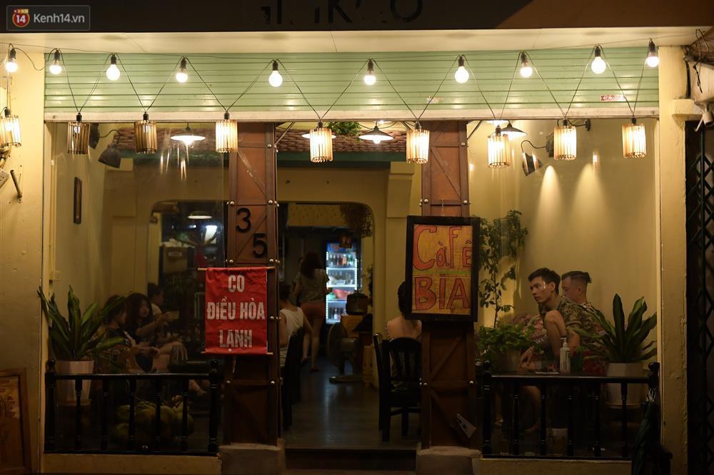 Hà Nội: Nhiều quán nhốt khách, cố bán sau quy định đóng cửa 21h-8