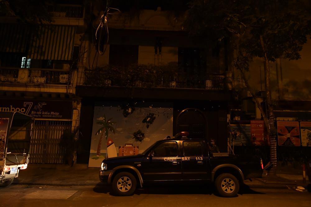 Hà Nội: Nhiều quán nhốt khách, cố bán sau quy định đóng cửa 21h-10