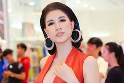 Trang Trần 'làm gì căng' sau bản tin VTV lên án livestream vô văn hóa