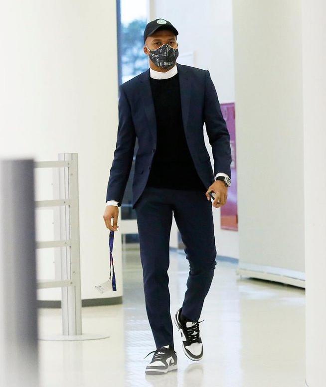Phong cách sành điệu của cầu thủ Kylian Mbappé-8