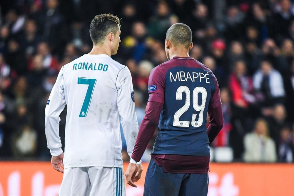 Từ fan thành đối thủ: Nóng rẫy khoảnh khắc CR7 đổi áo, check body Mbappé-9