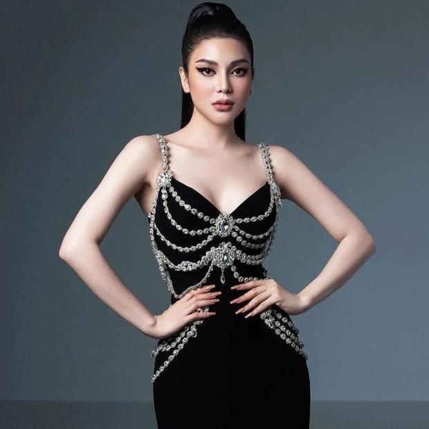 Lily Chen diện lại váy nhái Chanel từng khiến Kim Duyên lao đao-1