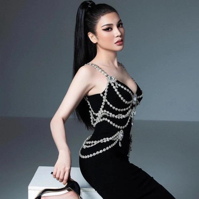 Lily Chen diện lại váy nhái Chanel từng khiến Kim Duyên lao đao-2