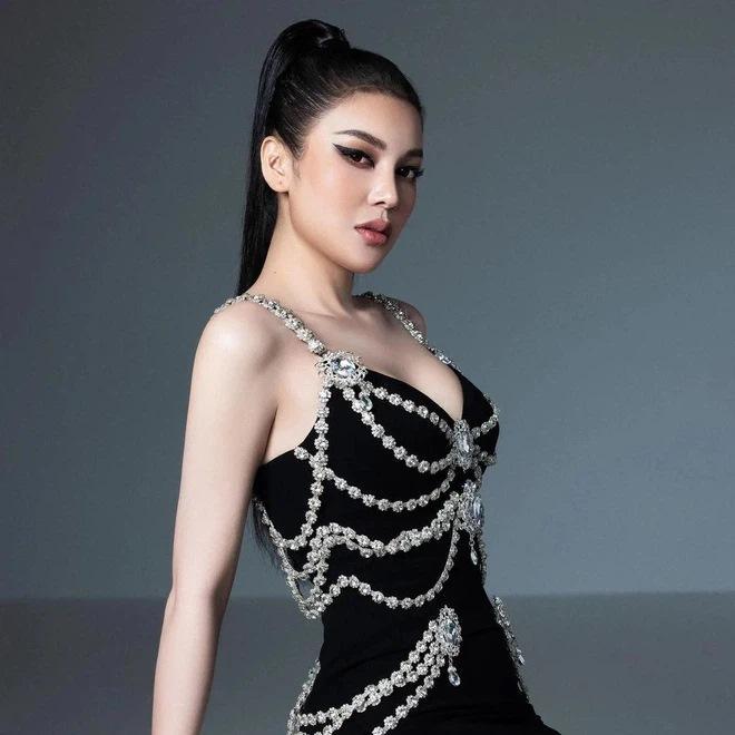 Lily Chen diện lại váy nhái Chanel từng khiến Kim Duyên lao đao-3