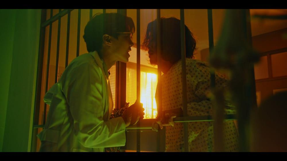 Penthouse 3 tập 4: Seok Kyung từ mặt mẹ, Logan cứu Baek Joon Ki từ trại điên-5