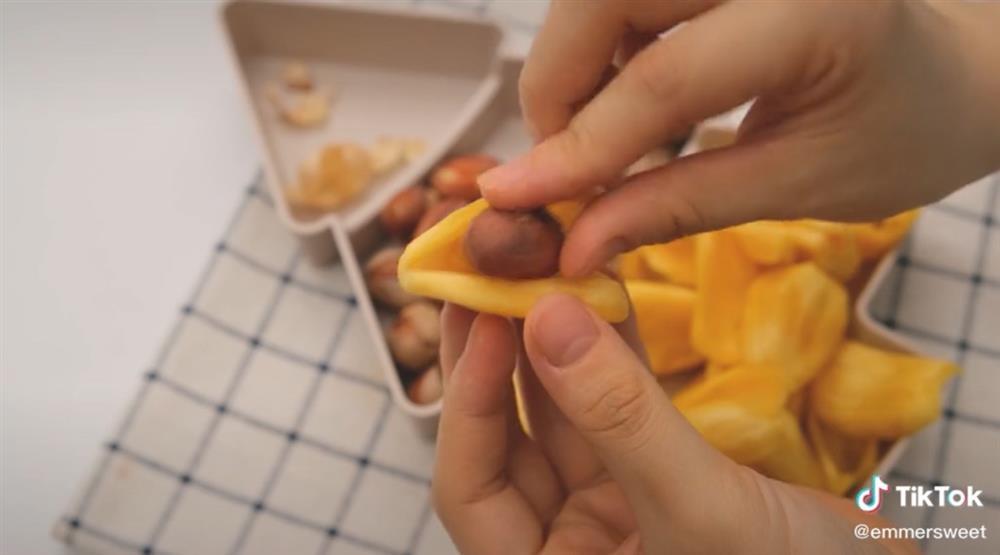 Hot Tiktoker bày cách ăn cả quả mít luôn vỏ lẫn hạt mà không cần phải bỏ thứ gì khiến ai cũng bất ngờ-3
