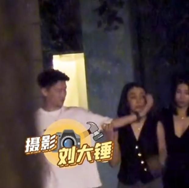 Sao nam Hoa ngữ bị quay lại cảnh bắt ép, cưỡng bức một cô gái trên xe?-1