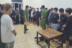 Hàng chục học sinh, thiếu niên mang bom xăng để hỗn chiến
