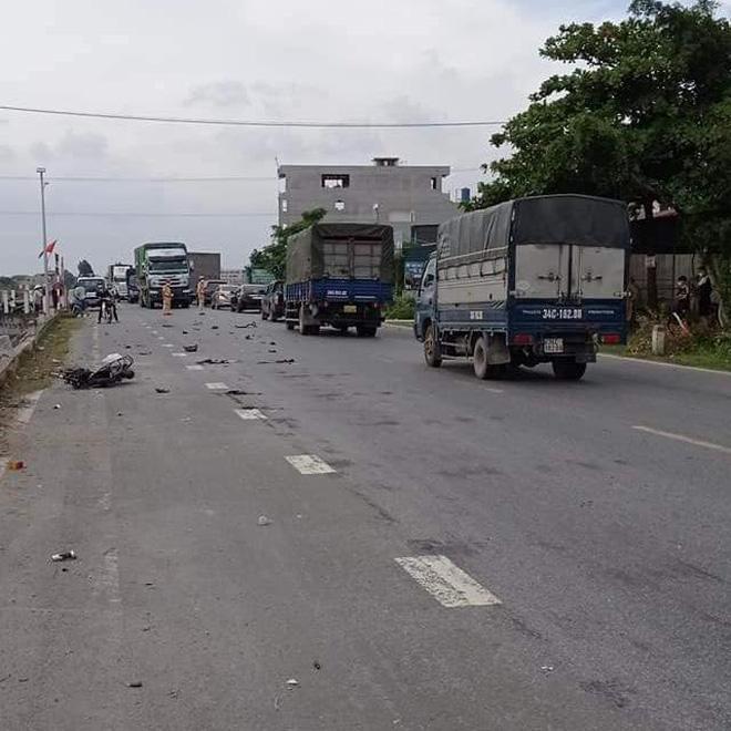 Clip: Ô tô tuần tra CSGT Hải Dương đâm xe đạp điện, 1 nữ sinh tử vong-2