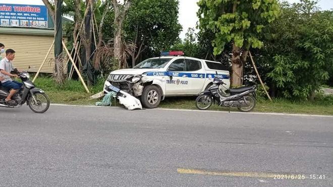 Clip: Ô tô tuần tra CSGT Hải Dương đâm xe đạp điện, 1 nữ sinh tử vong-4