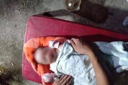 Bé trai sơ sinh bị bỏ rơi bên vệ đường với nhiều vết côn trùng cắn