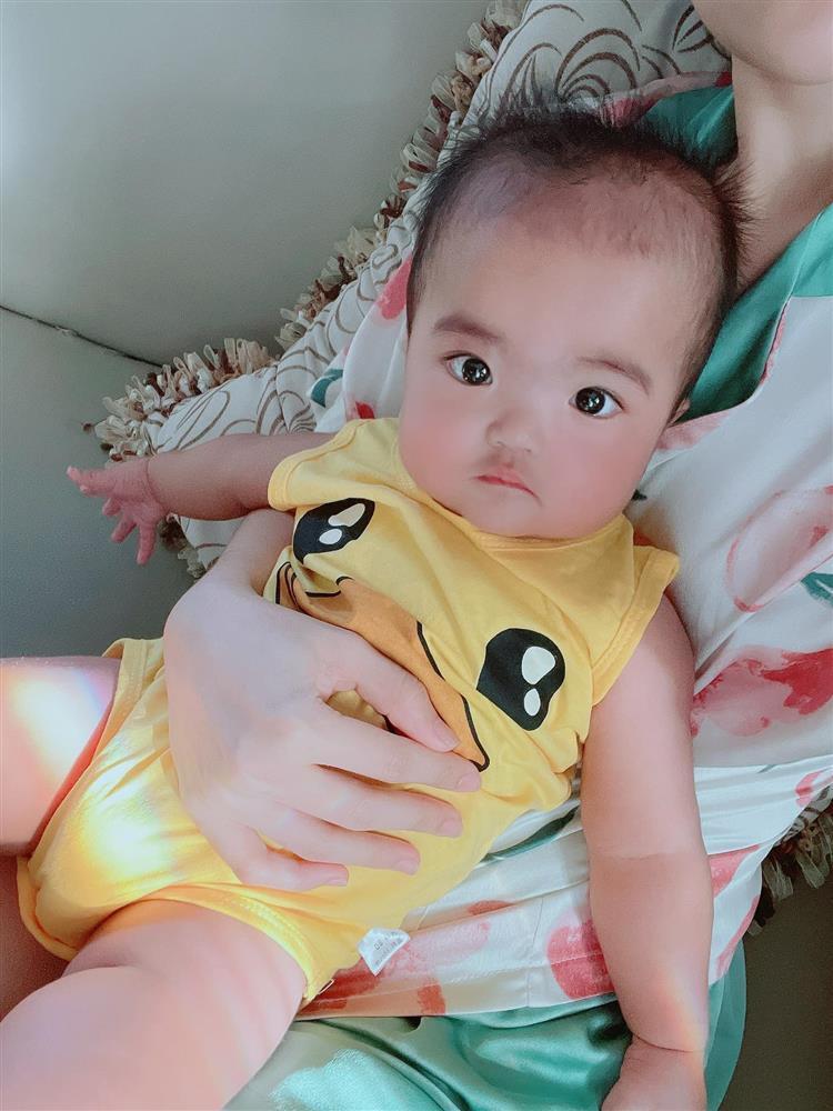 Ngoại hình con gái Mạc Văn Khoa sau nửa năm chào đời-7