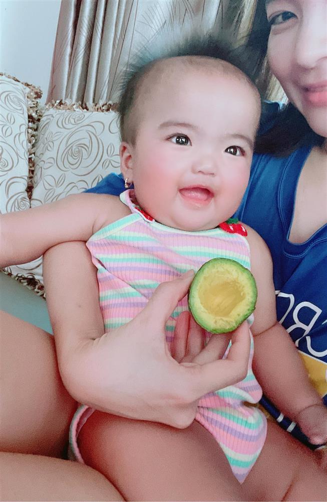 Ngoại hình con gái Mạc Văn Khoa sau nửa năm chào đời-5