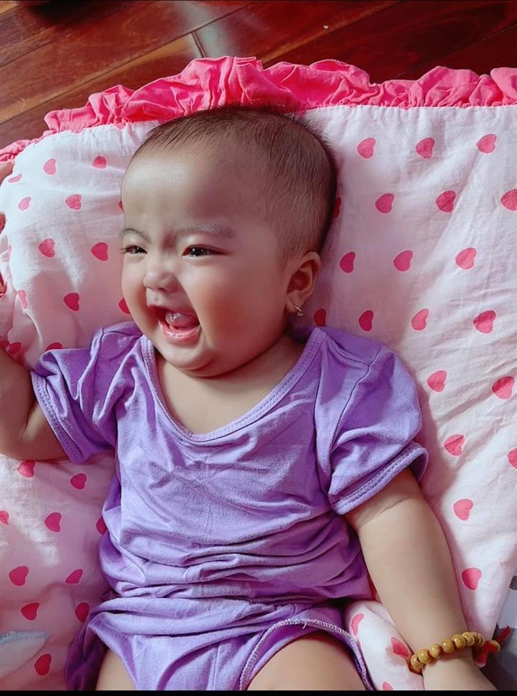 Ngoại hình con gái Mạc Văn Khoa sau nửa năm chào đời-13