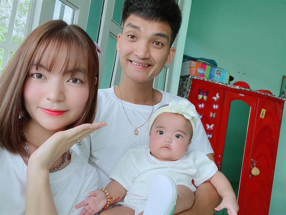 Ngoại hình con gái Mạc Văn Khoa sau nửa năm chào đời-14