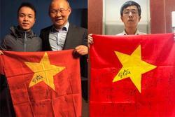Fan cứng đấu giá lá cờ có chữ ký tuyển Việt Nam ủng hộ quỹ vaccine Covid-19