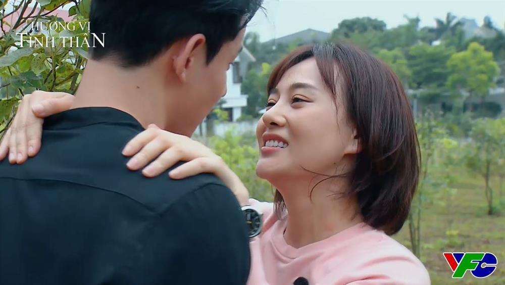 'Hương vị tình thân' preview tập 51: Long vừa hôn Nam nhưng vẫn hẹn hò cô gái khác