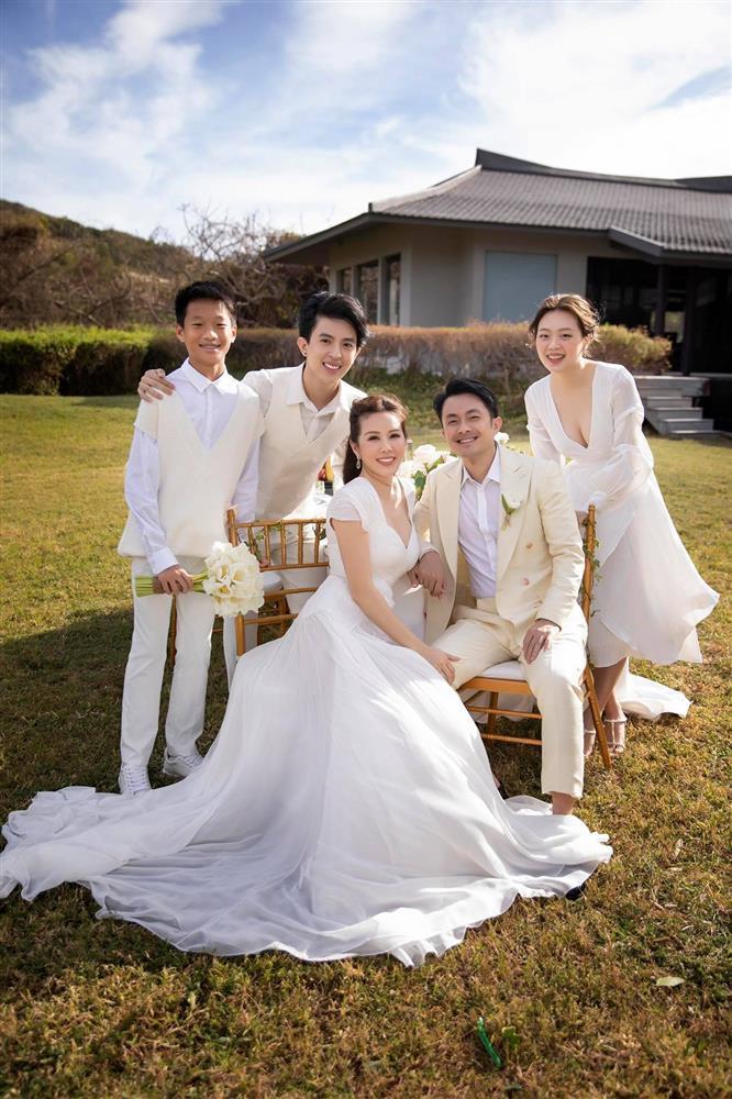 Vẻ đẹp chuẩn hot girl của con gái Thu Hoài và chồng thứ 3 Đài Loan-1