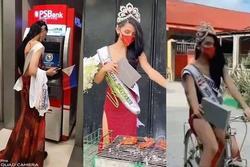 Hết hồn cảnh Hoa hậu Hoàn vũ đua xe đạp, nướng gà, rút tiền ATM