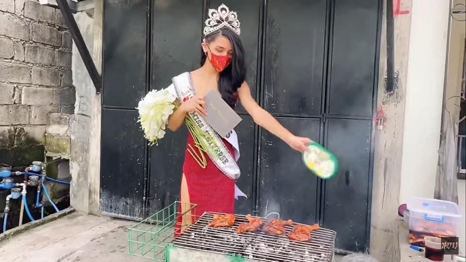 Hết hồn cảnh Hoa hậu Hoàn vũ đua xe đạp, nướng gà, rút tiền ATM-8