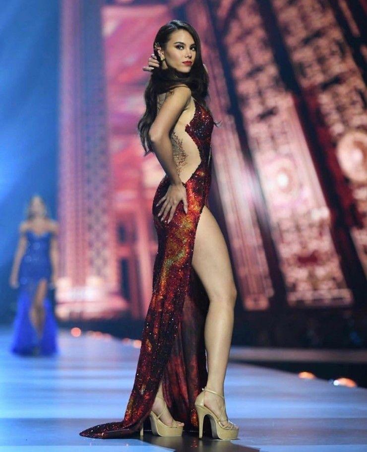 Hết hồn cảnh Hoa hậu Hoàn vũ đua xe đạp, nướng gà, rút tiền ATM-6